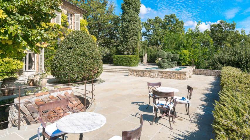 Bastide Provencale garden patio with fountain