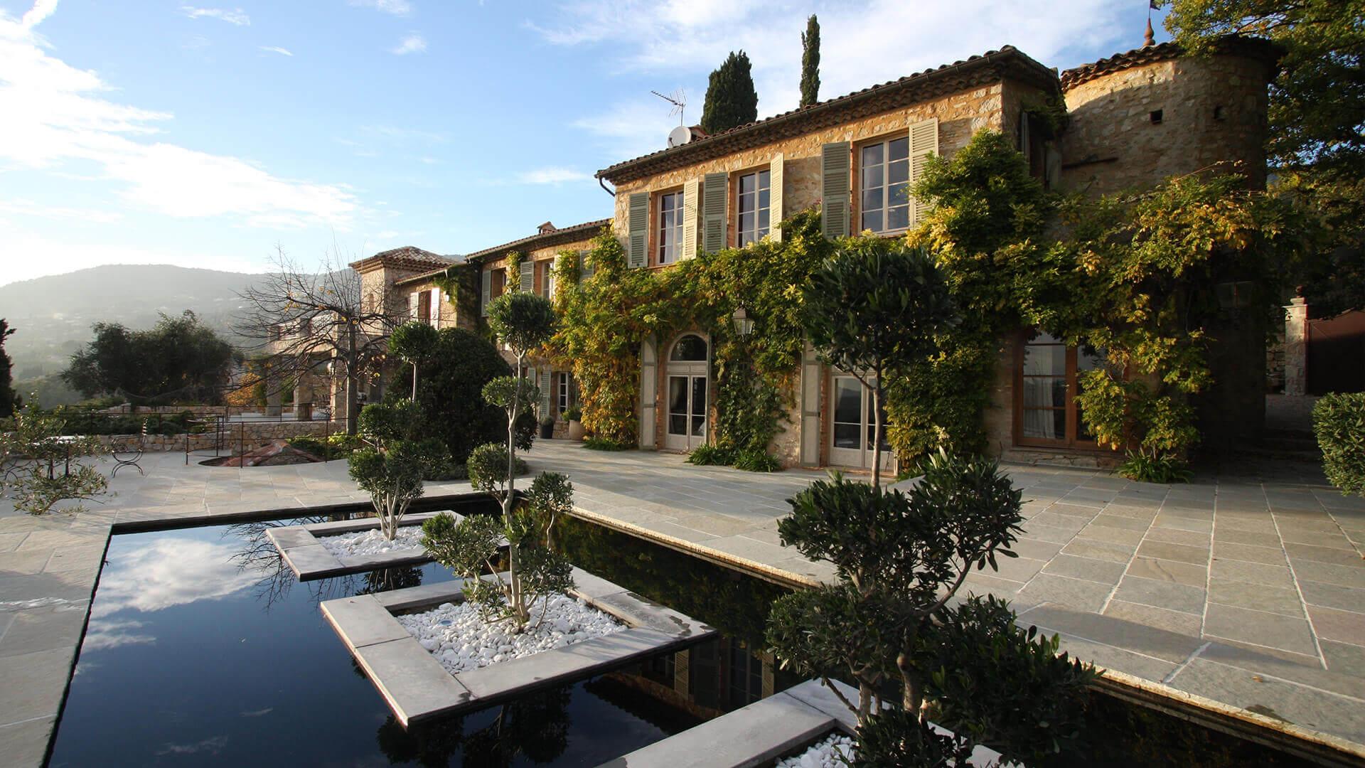 Bastide Provencale villa front with fountain