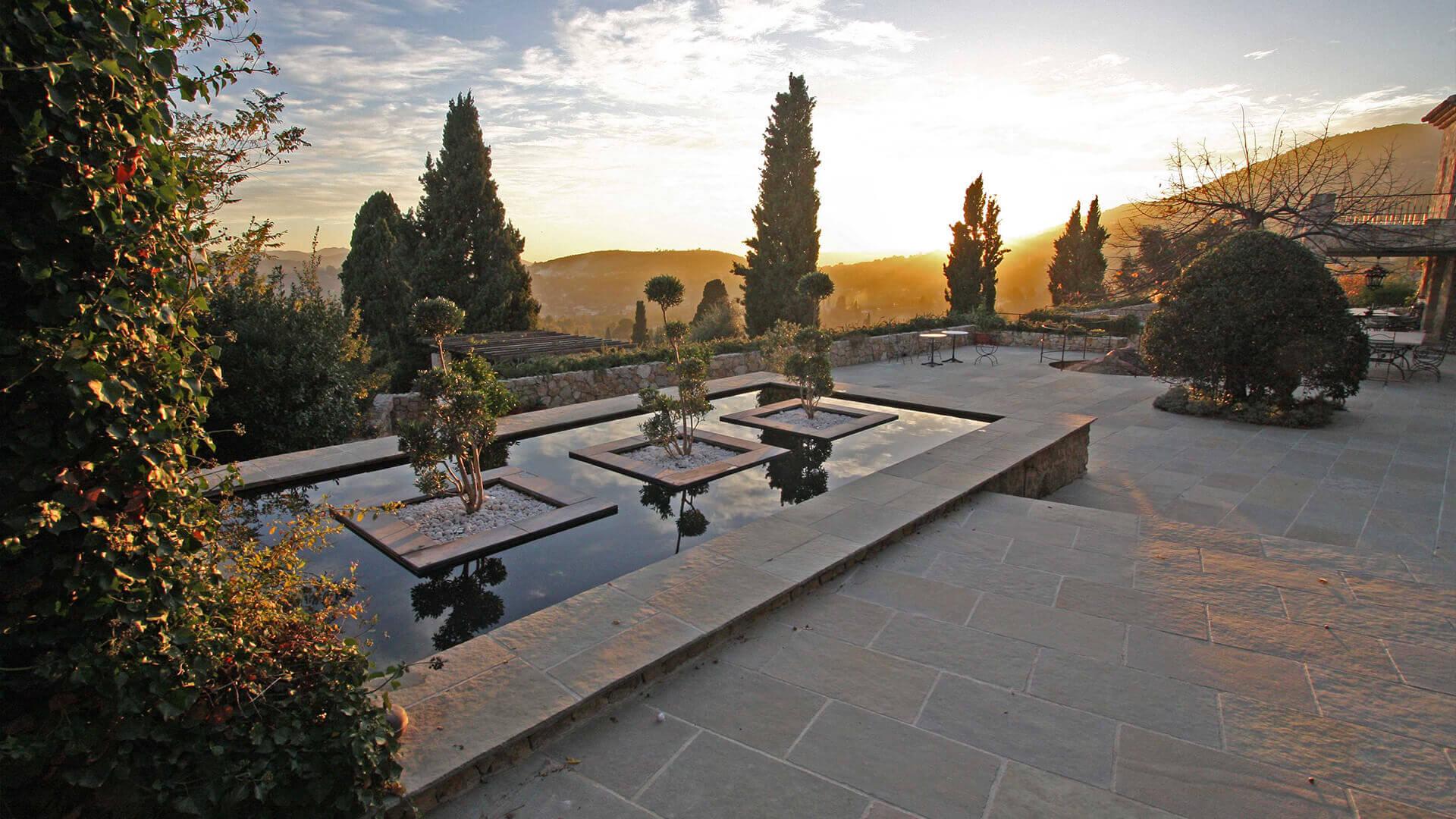 Bastide Provencale villa with view and fountain