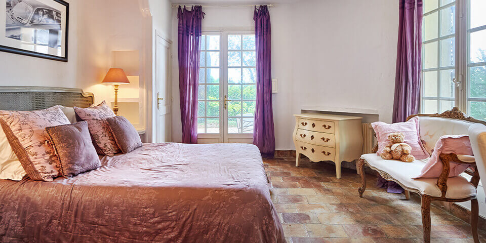 Bastide in Mougins renaissance bedroom with purple drapes