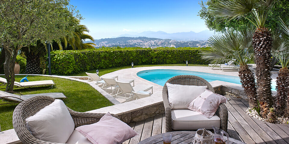 Bastide in Mougins patio with view to garden and swimming pool