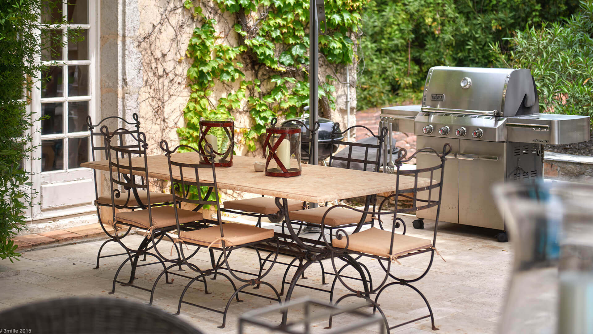 Bastide in Mougins grill and dining area