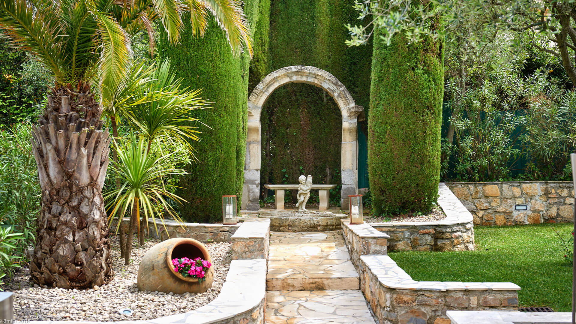 Bastide in Mougins garden with statue