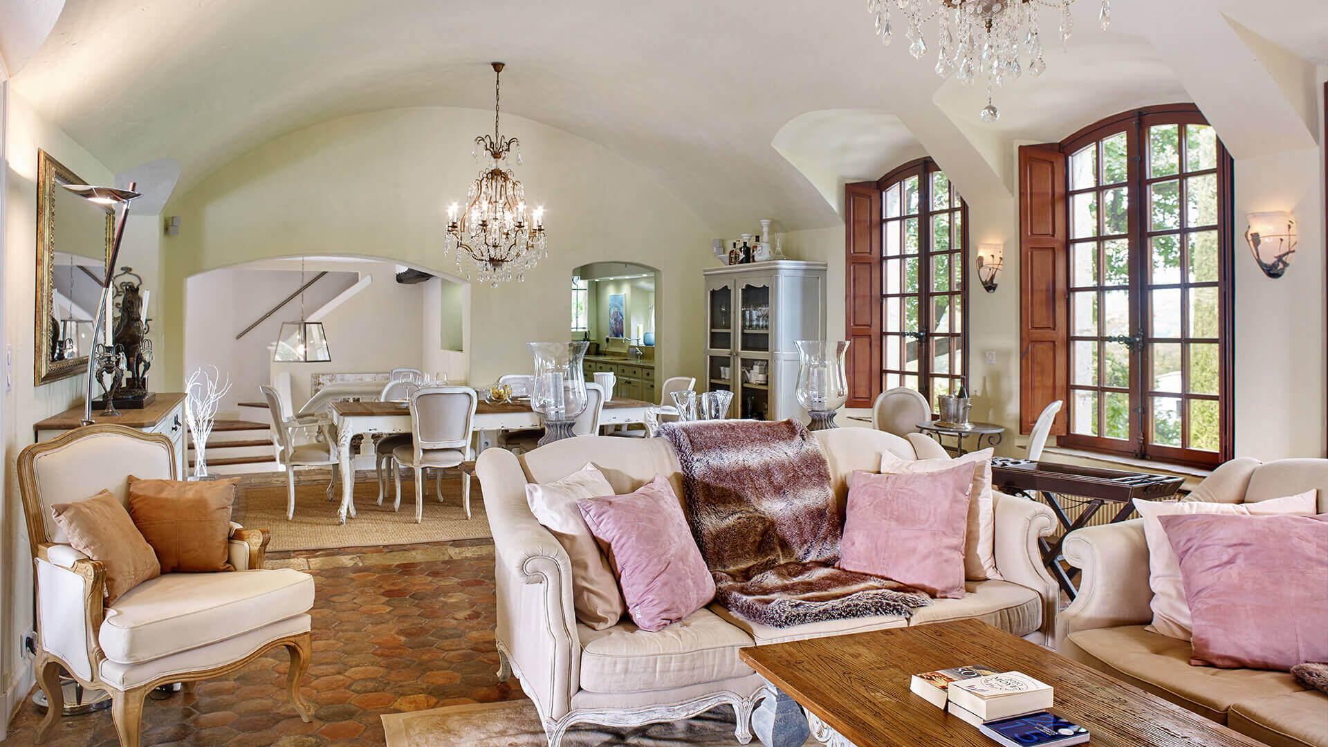 Bastide in Mougins living room and dining area