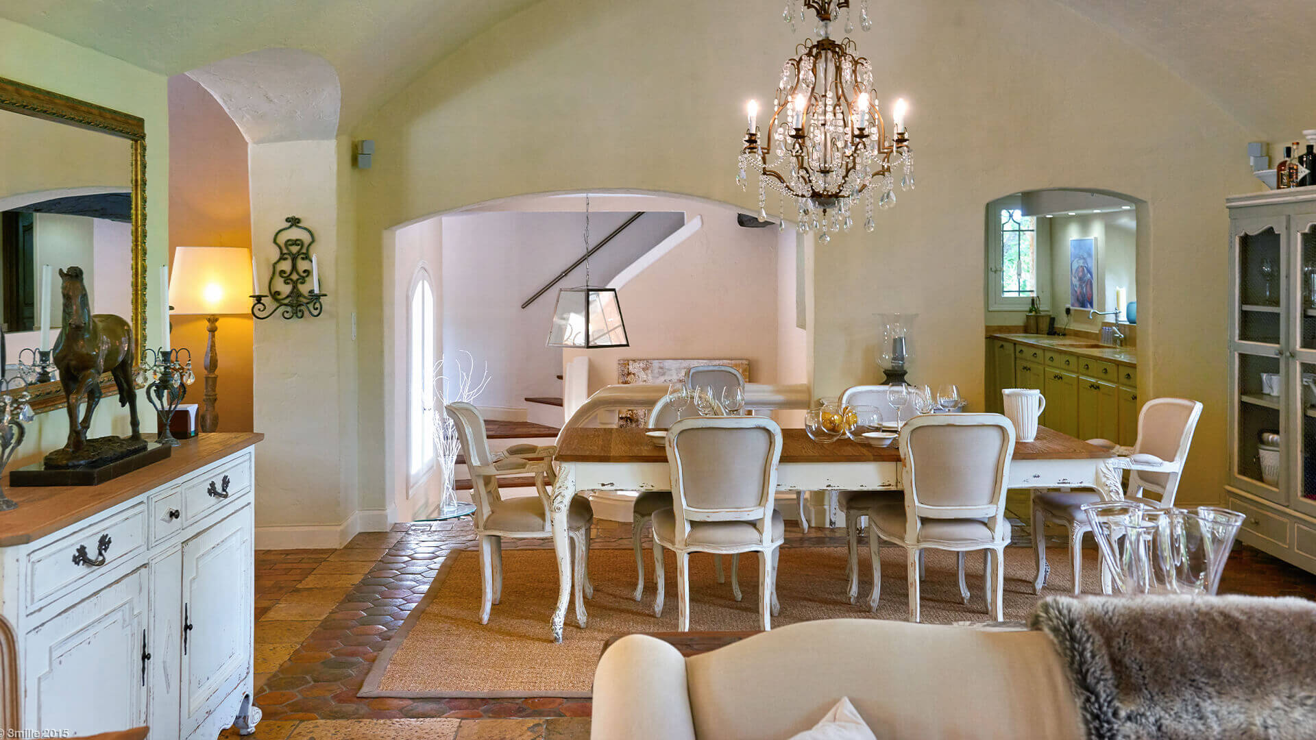 Bastide in Mougins dining area and kitchen
