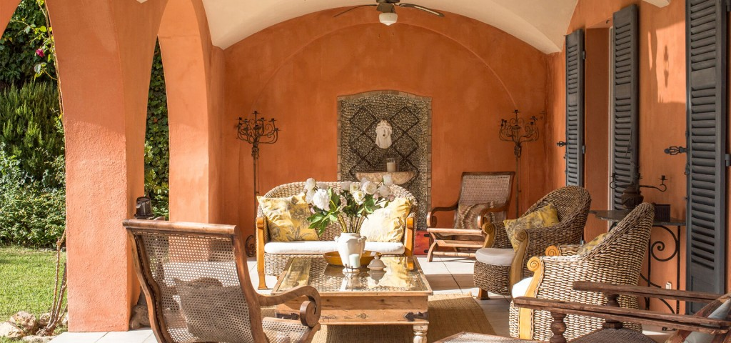 Beautiful villa outside Grasse orange outside sitting area