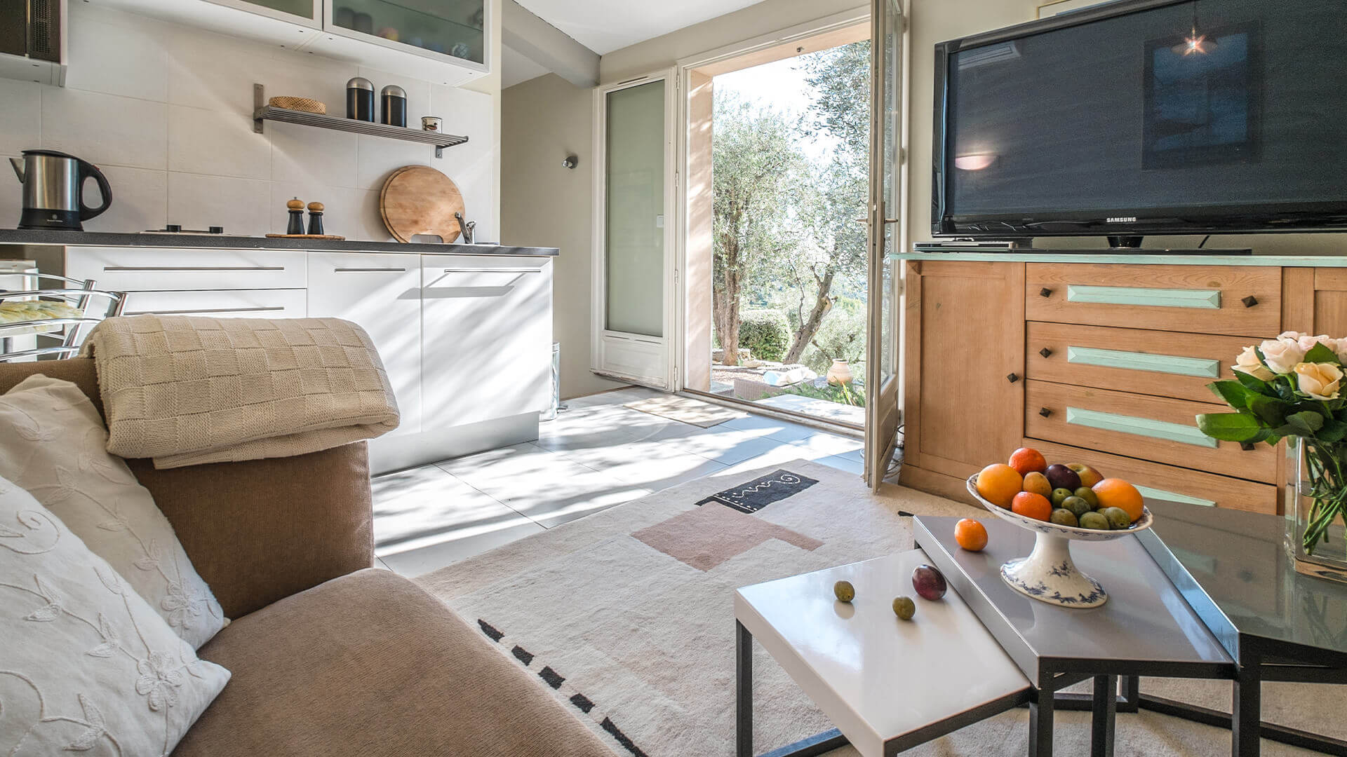 Beautiful villa outside Grasse kitchen and living room