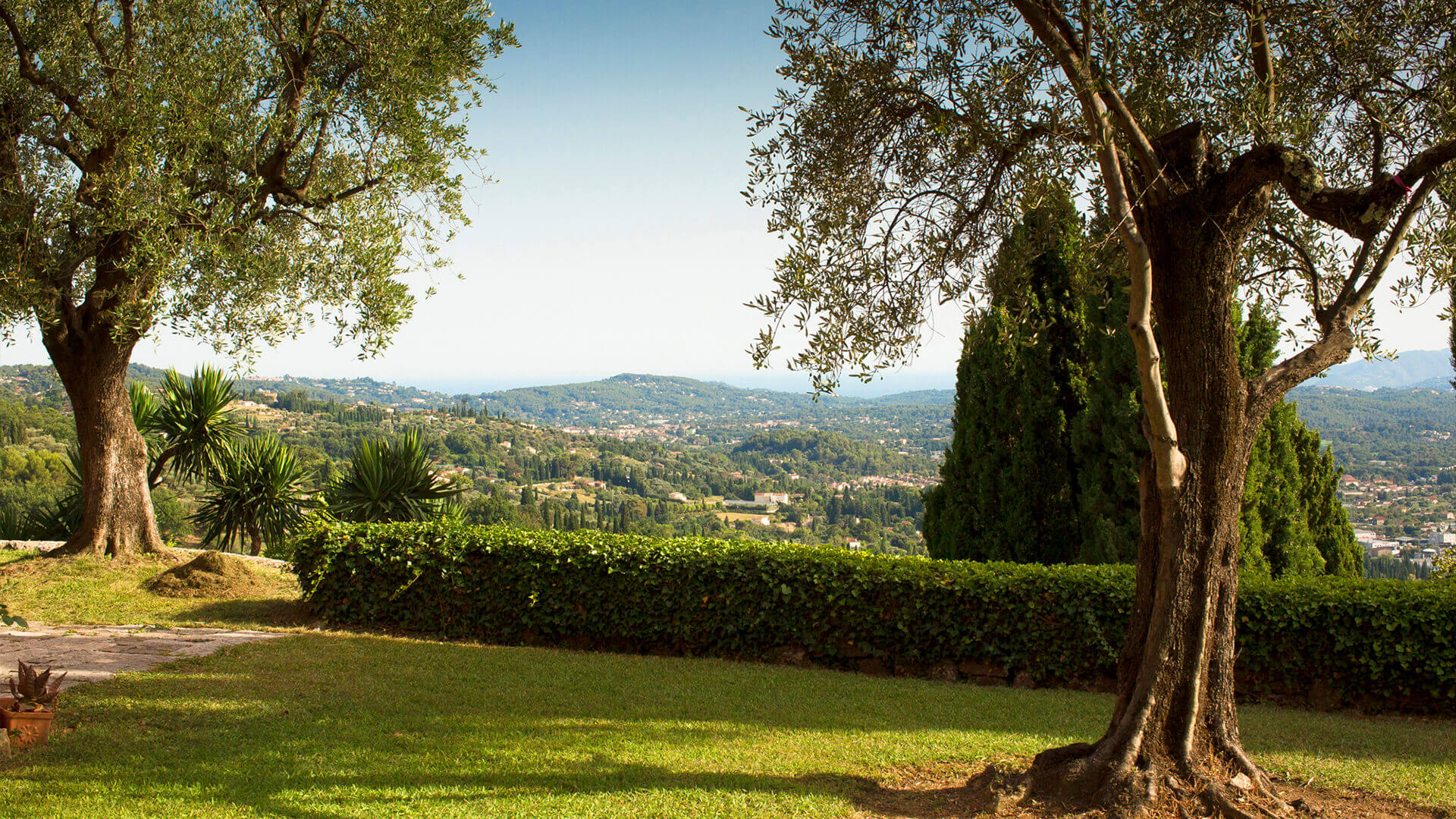 Beautiful villa outside Grasse garden and view of valley
