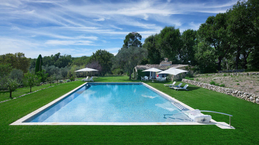 Large Domain Valbonne green lawn and swimming pool