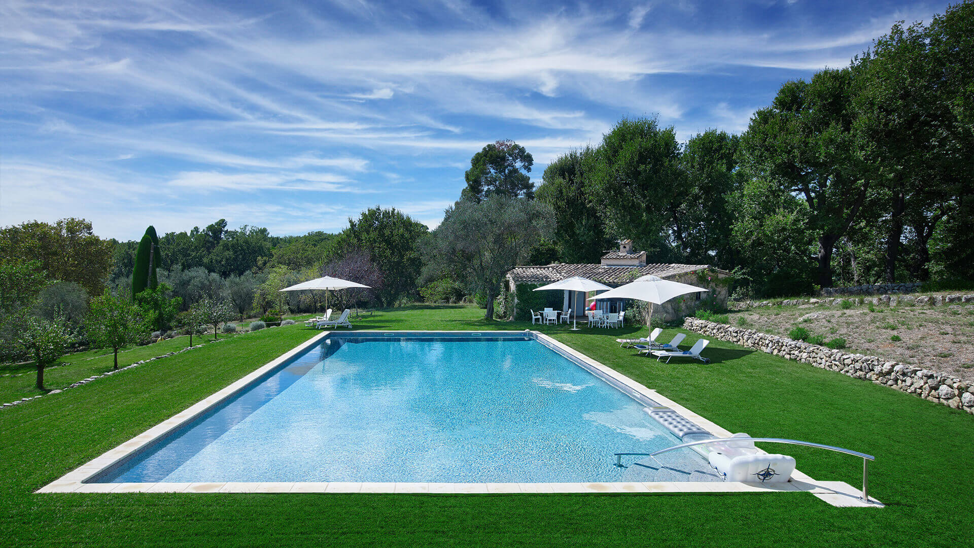 Large Domain Valbonne with lawn and swimming pool