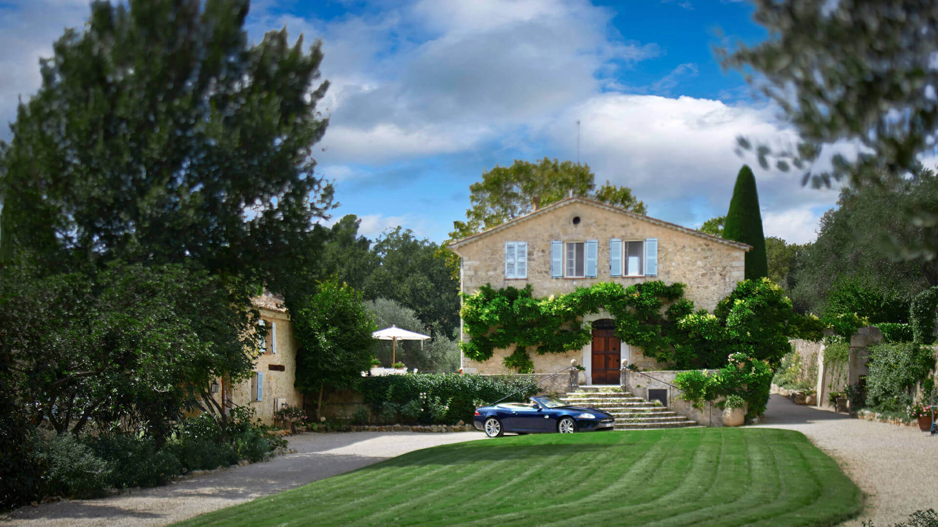 Large Domain Valbonne driveway to villa with car and lawn