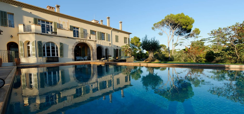 Large luxury Chateau swimming pool and garden