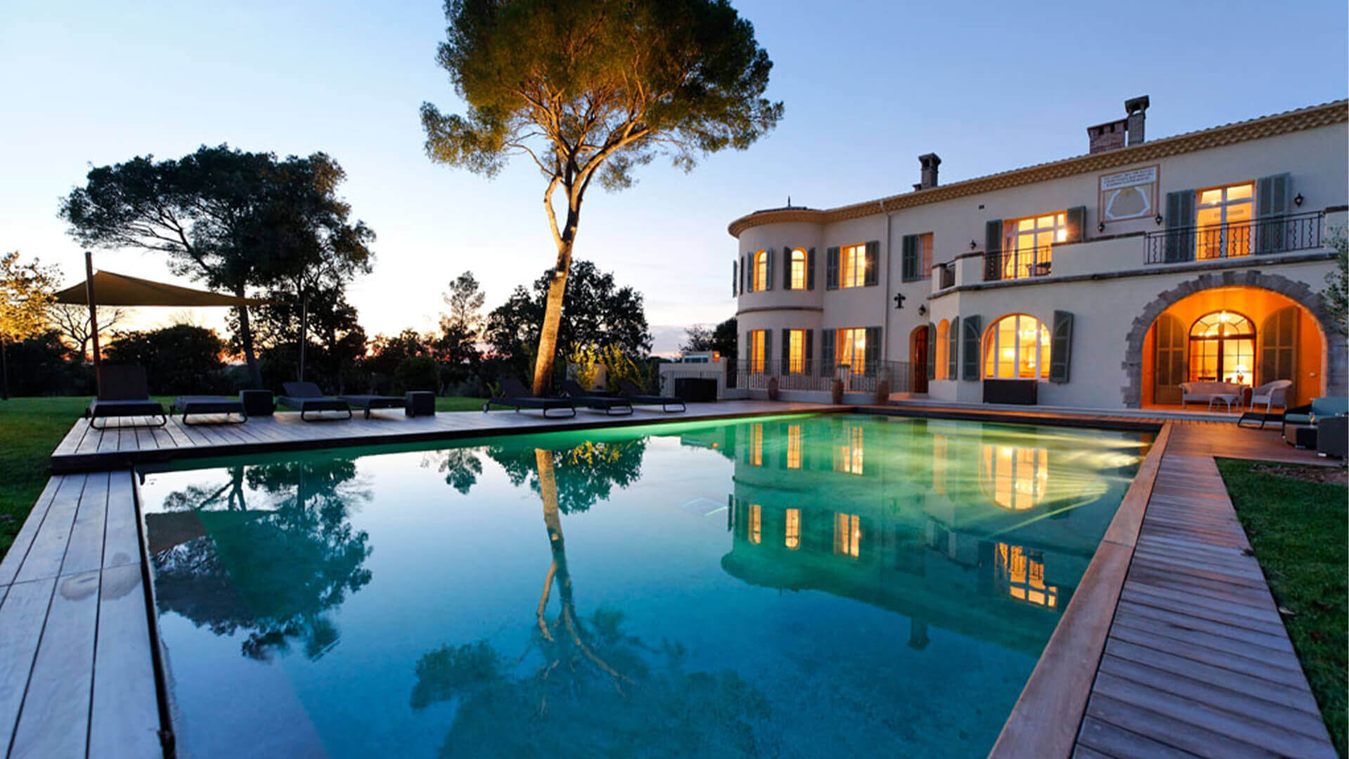 Large luxury Chateau swimming pool and villa