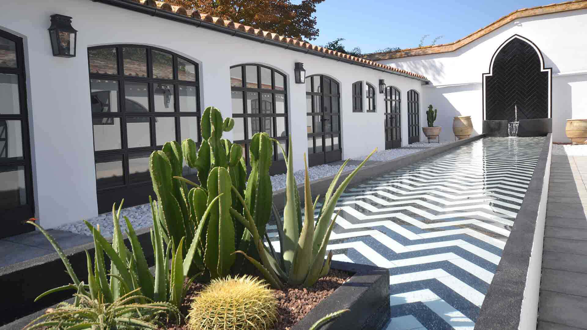 Large property outside Barcelona courtyard with fountain in arabic style