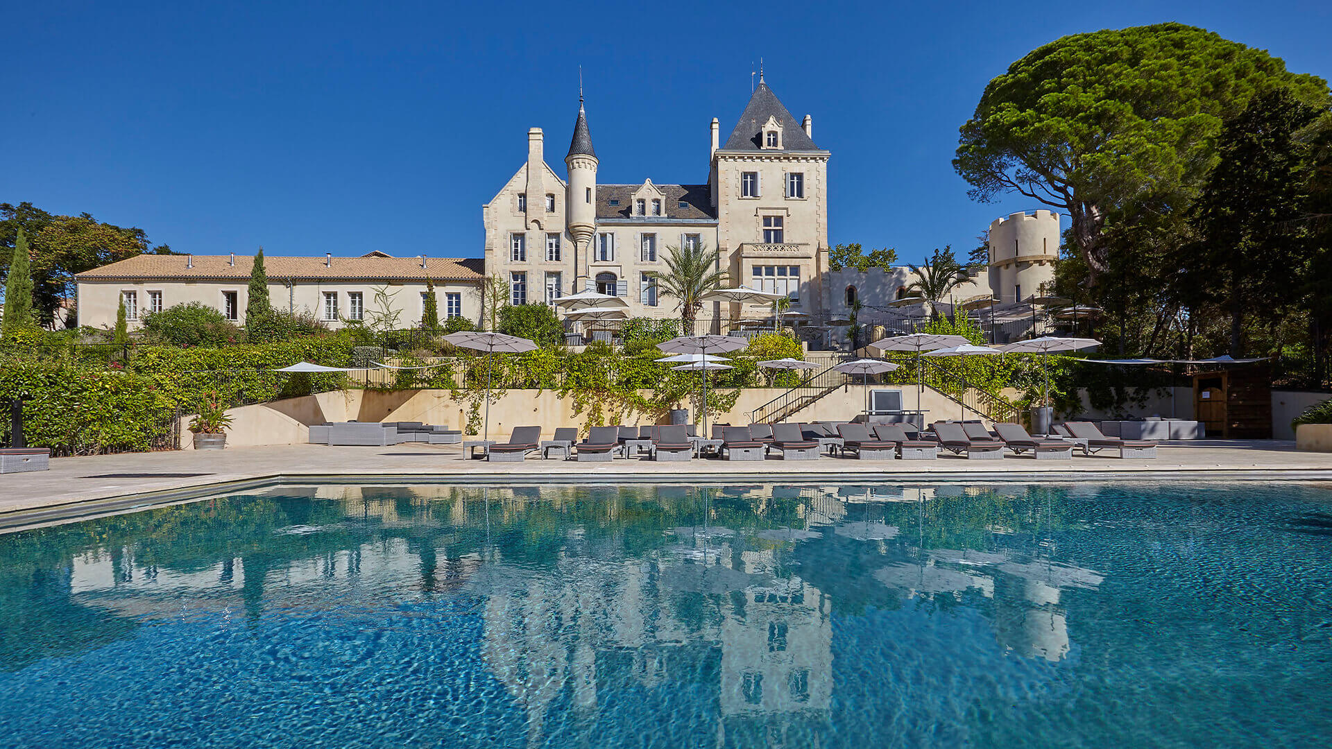 Luxury chateau with swimming pool