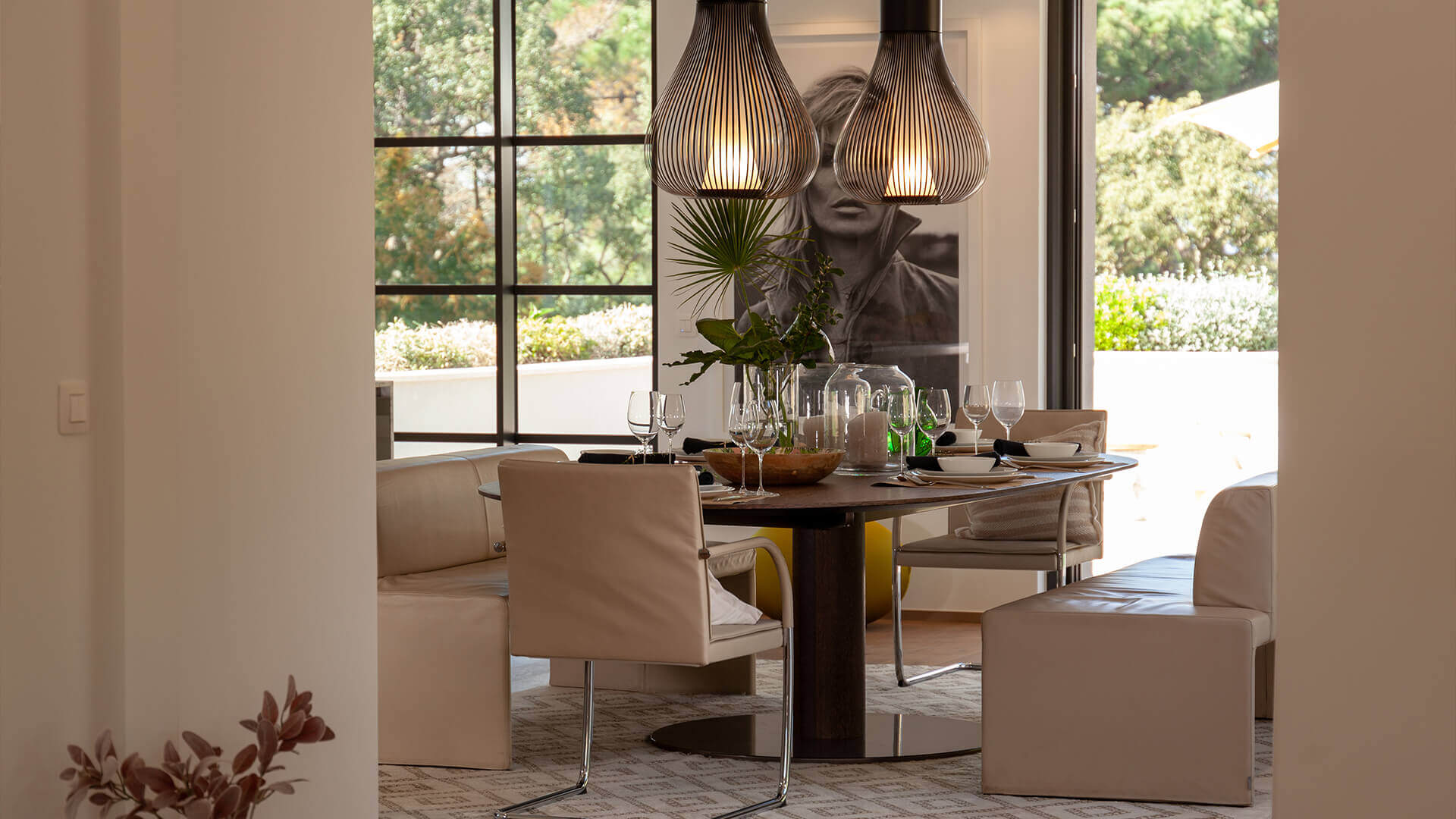 Luxury villa Les Parcs de Saint Tropez stylish dining area