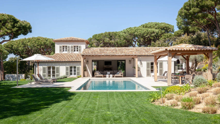 Luxury villa Les Parcs de Saint Tropez garden and patio at day