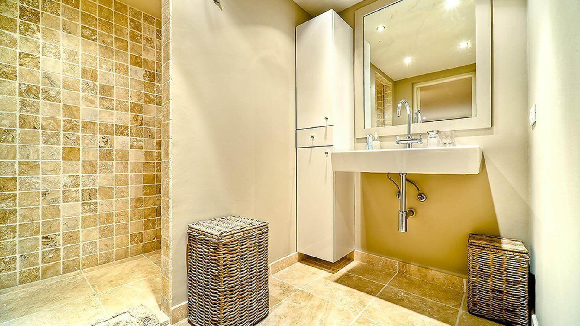 Mougins Long Term Rental Villa Marble bathroom