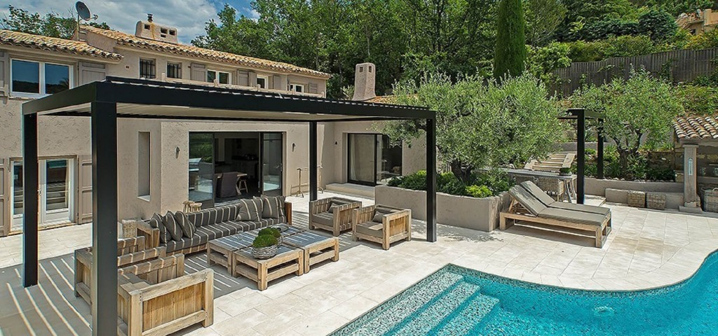 Mougins long term rental villa swimming pool and sitting area