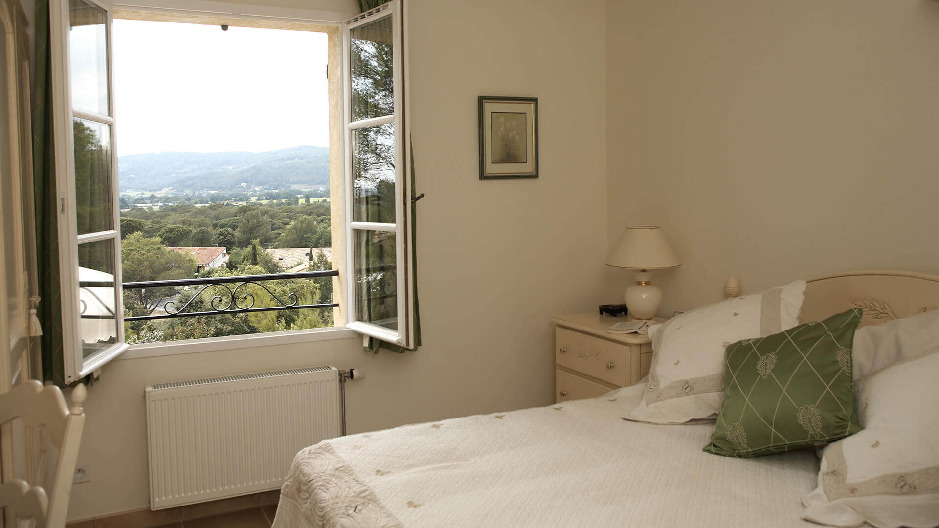 Provence golf and Spa bedroom with view