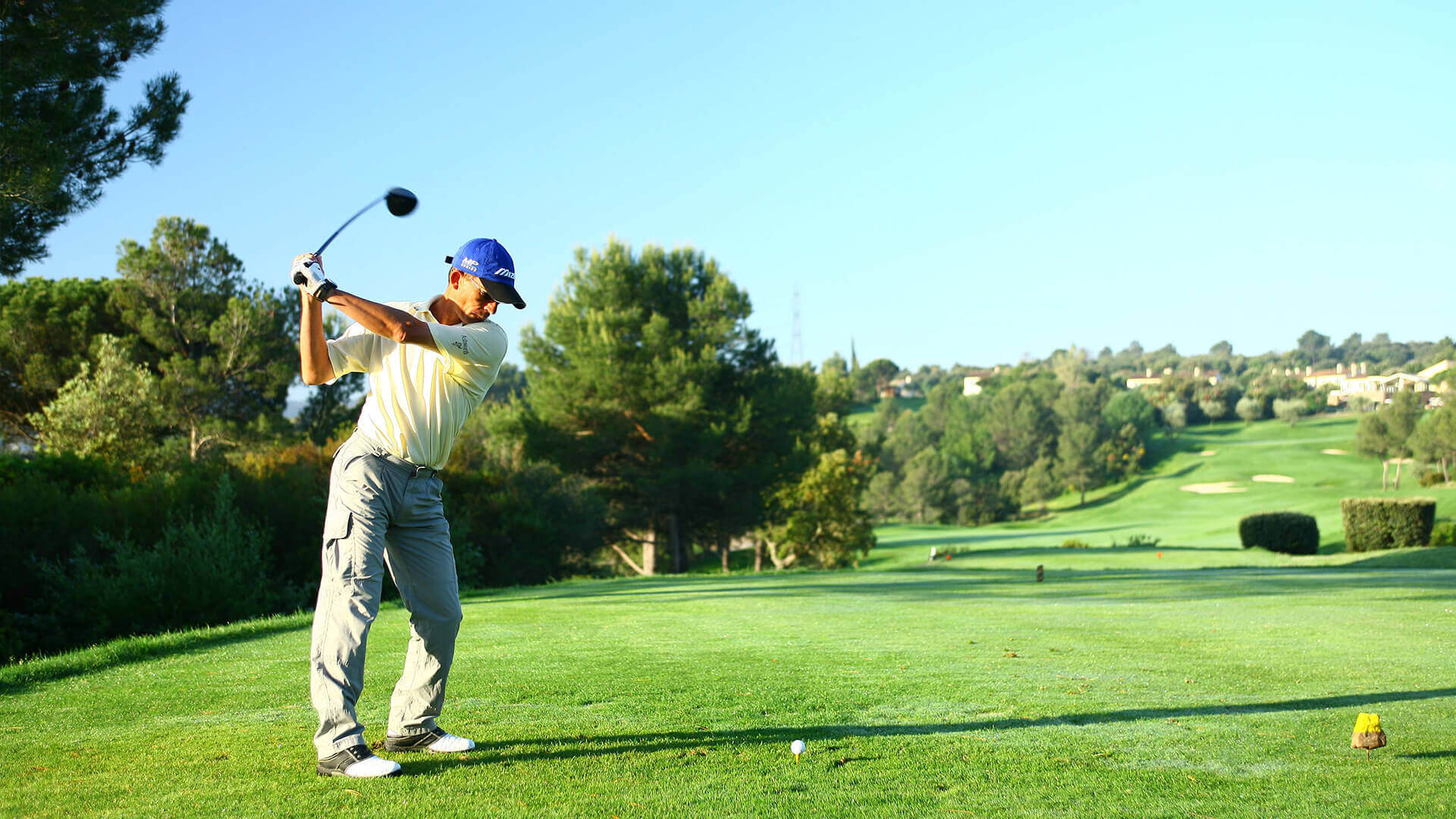 Provence golf and Spa golfer on golf course