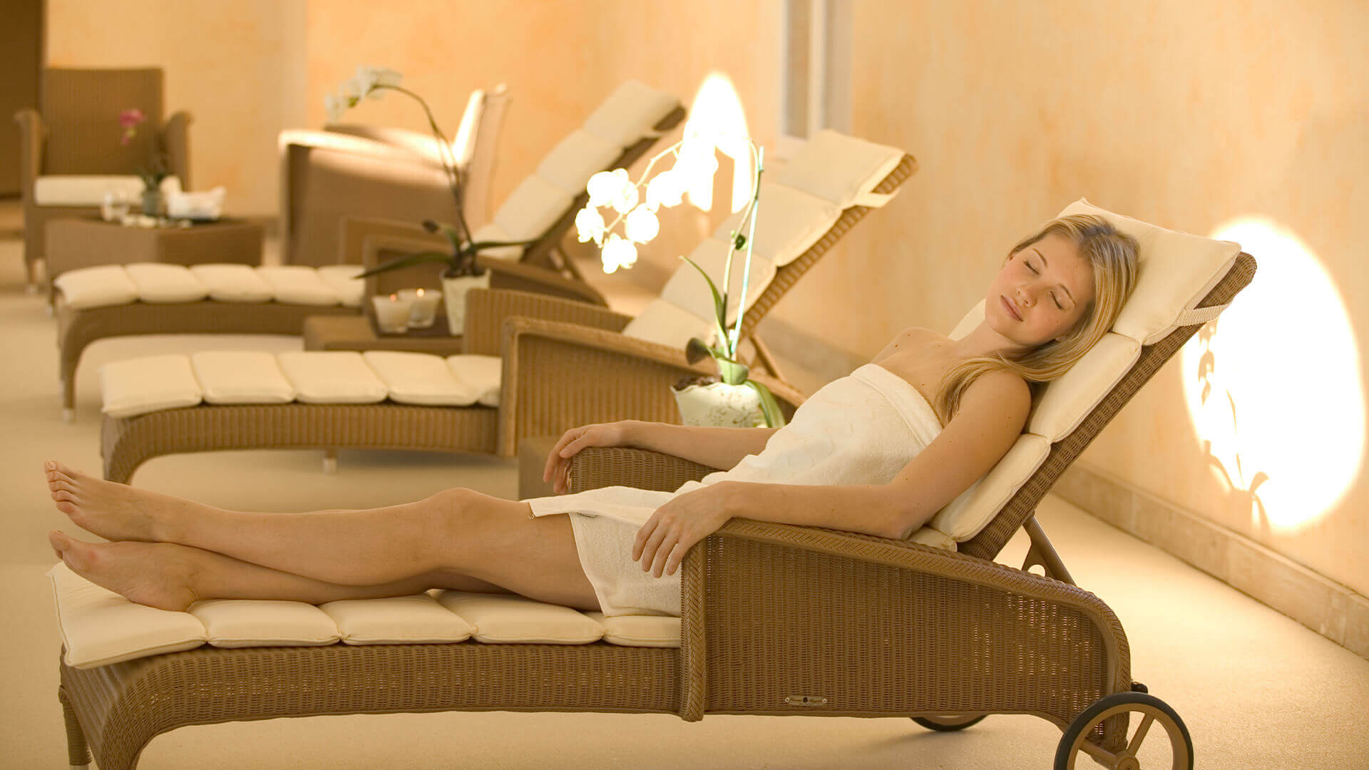 Provence golf and Spa woman in lounger in spa