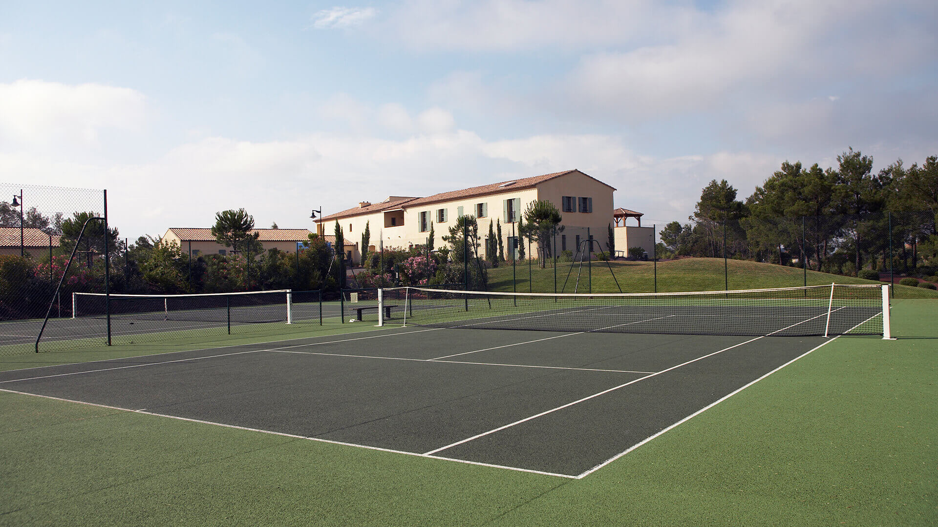 Provence golf and Spa tennis courts