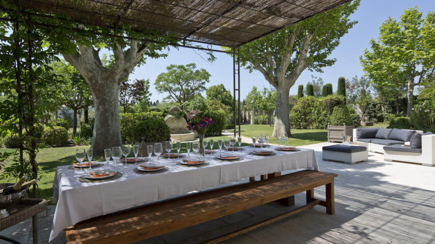 Saint Remy de Provence dining area in the garden
