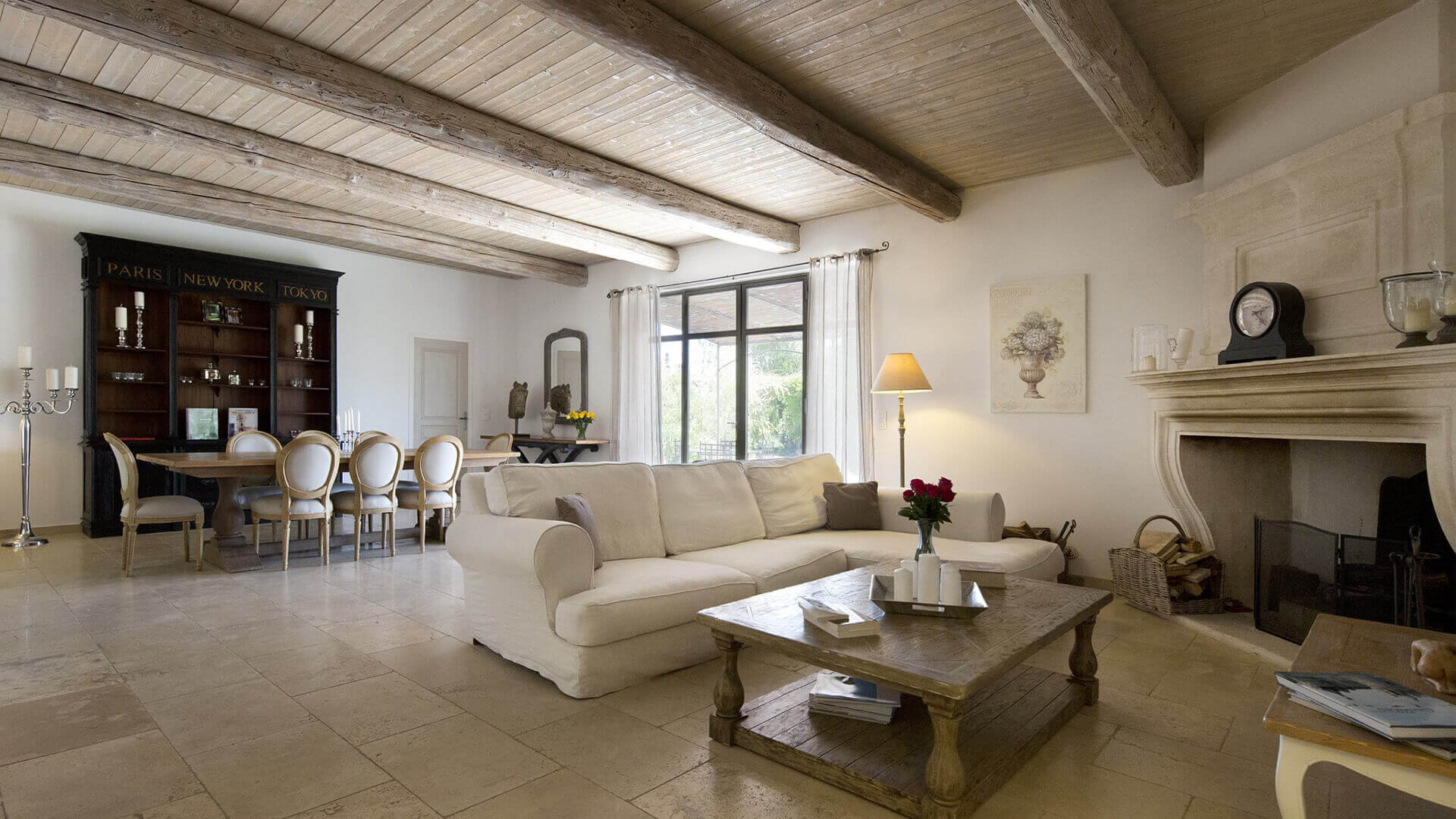 Saint Remy de Provence livingroom with fireplace