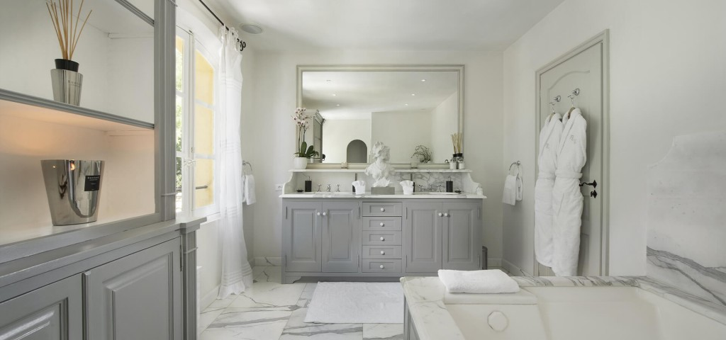 Saint Tropez Villa with white marble renaissance style bathroom