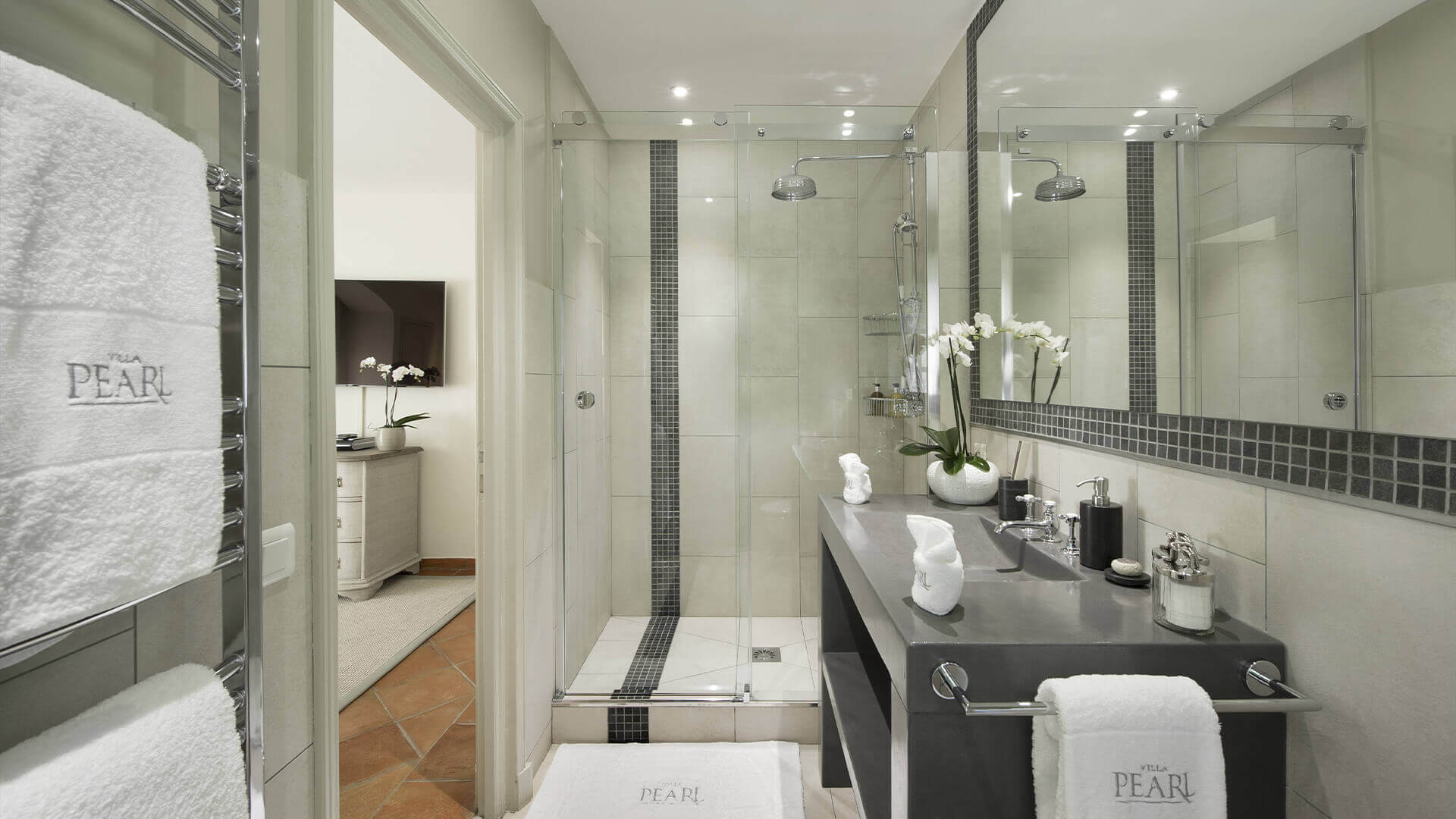 Saint Tropez Villa white marble tiled bathroom with large shower niche