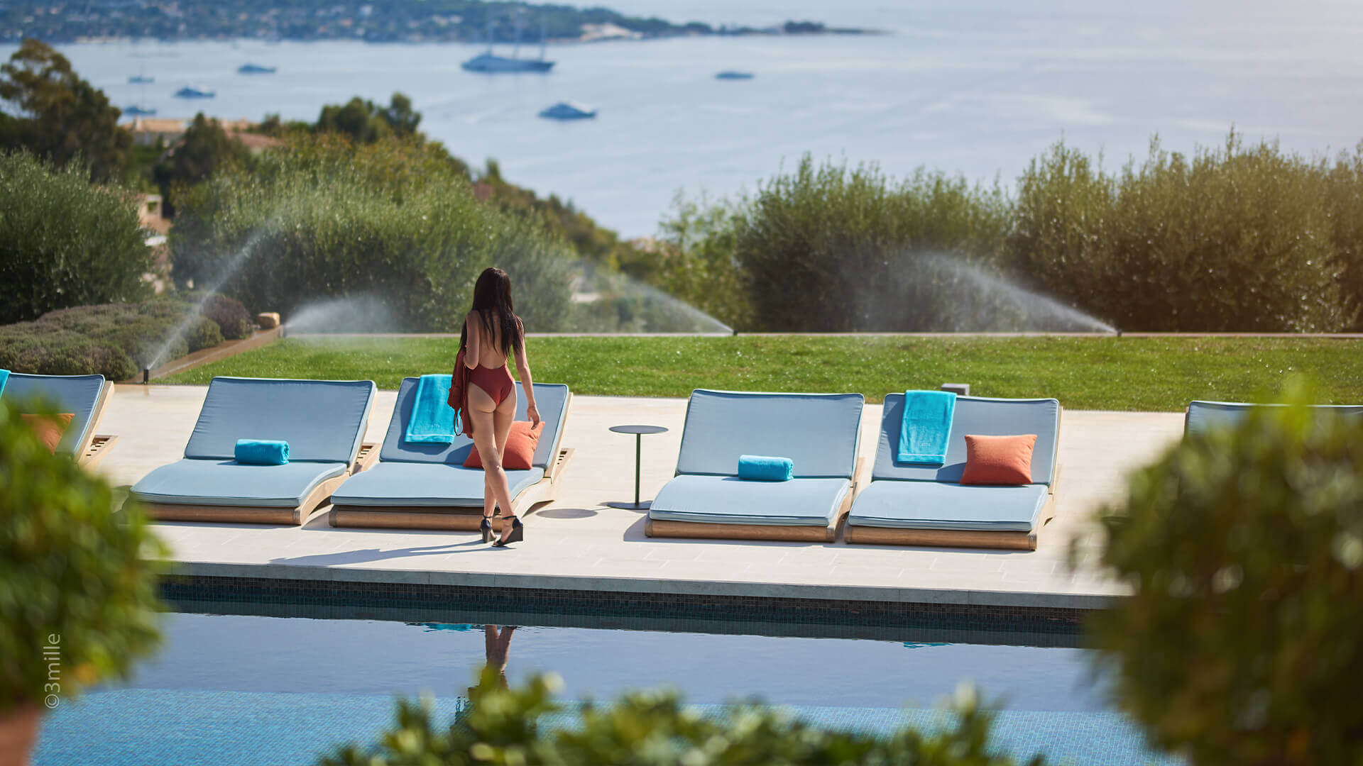 Super Cannes Luxury beach chairs and swimming pool