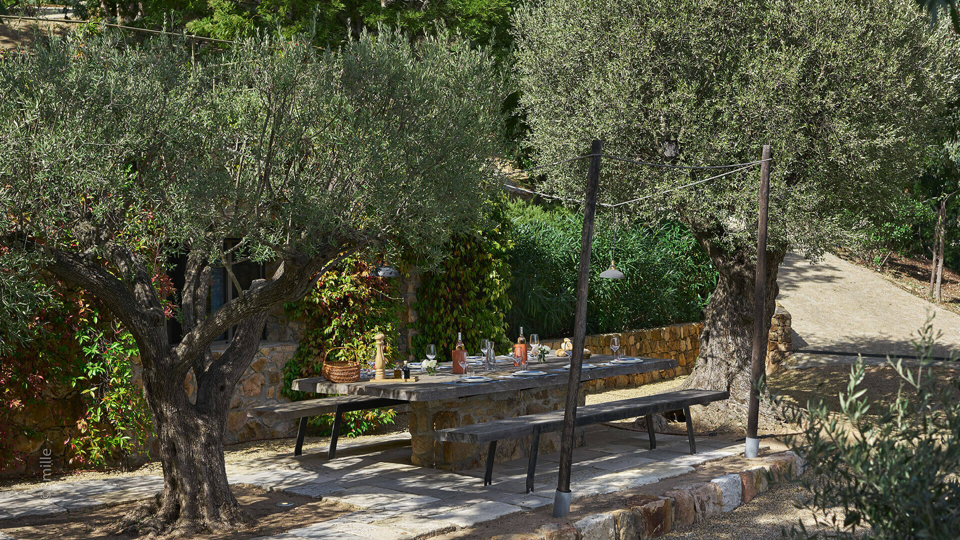 Super Cannes Luxury garden dining area