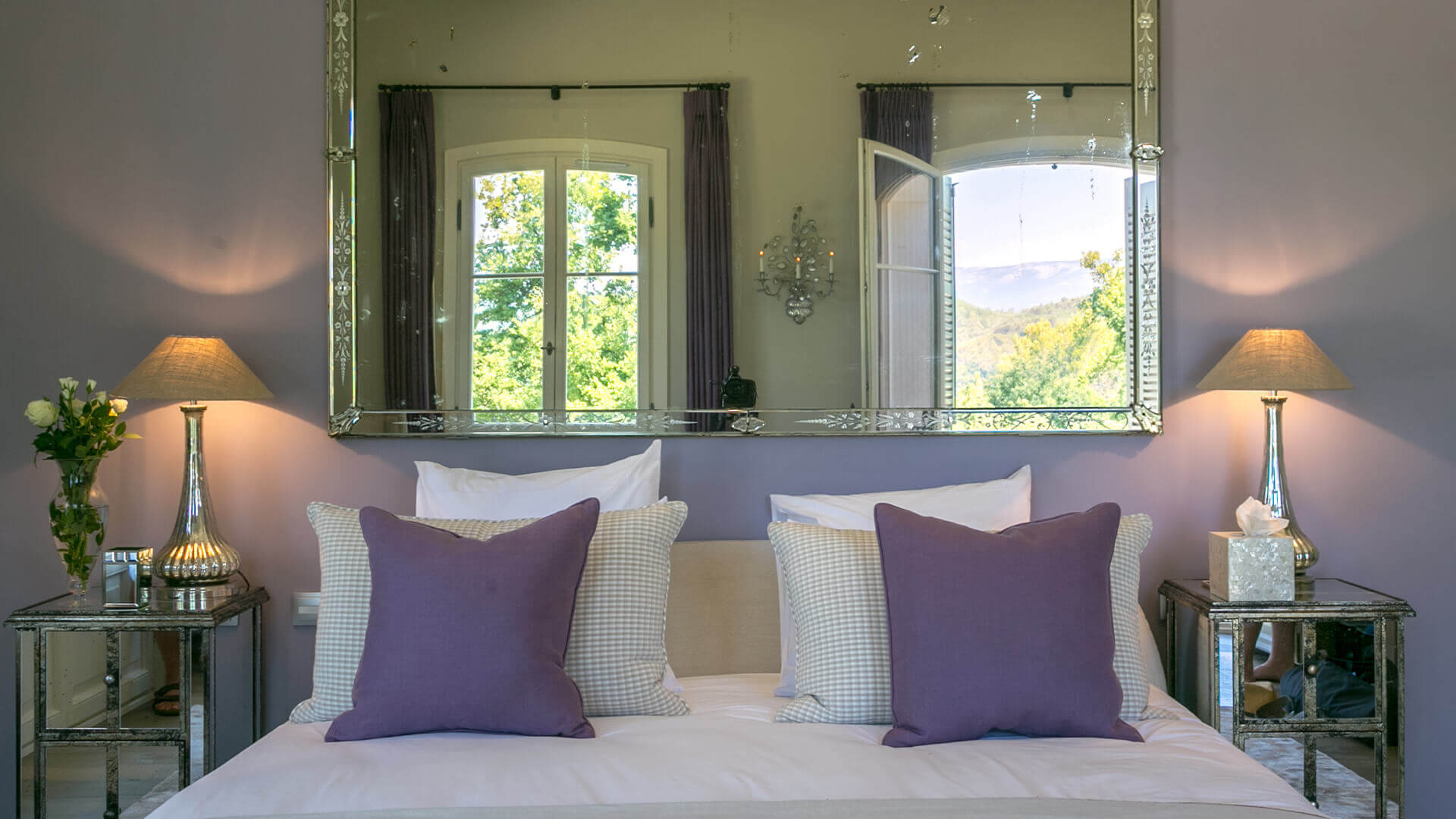 Villa Fayence purple bedroom with view