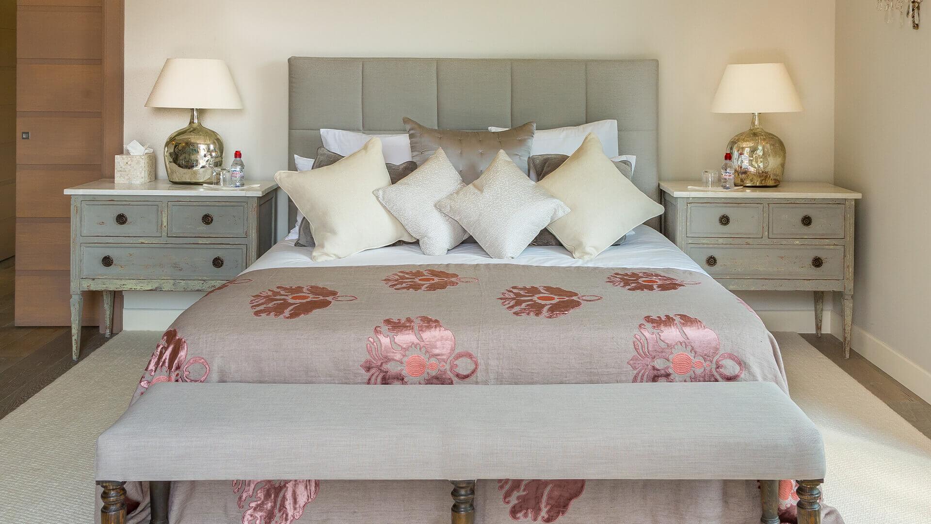 Villa Fayence rustic bedroom