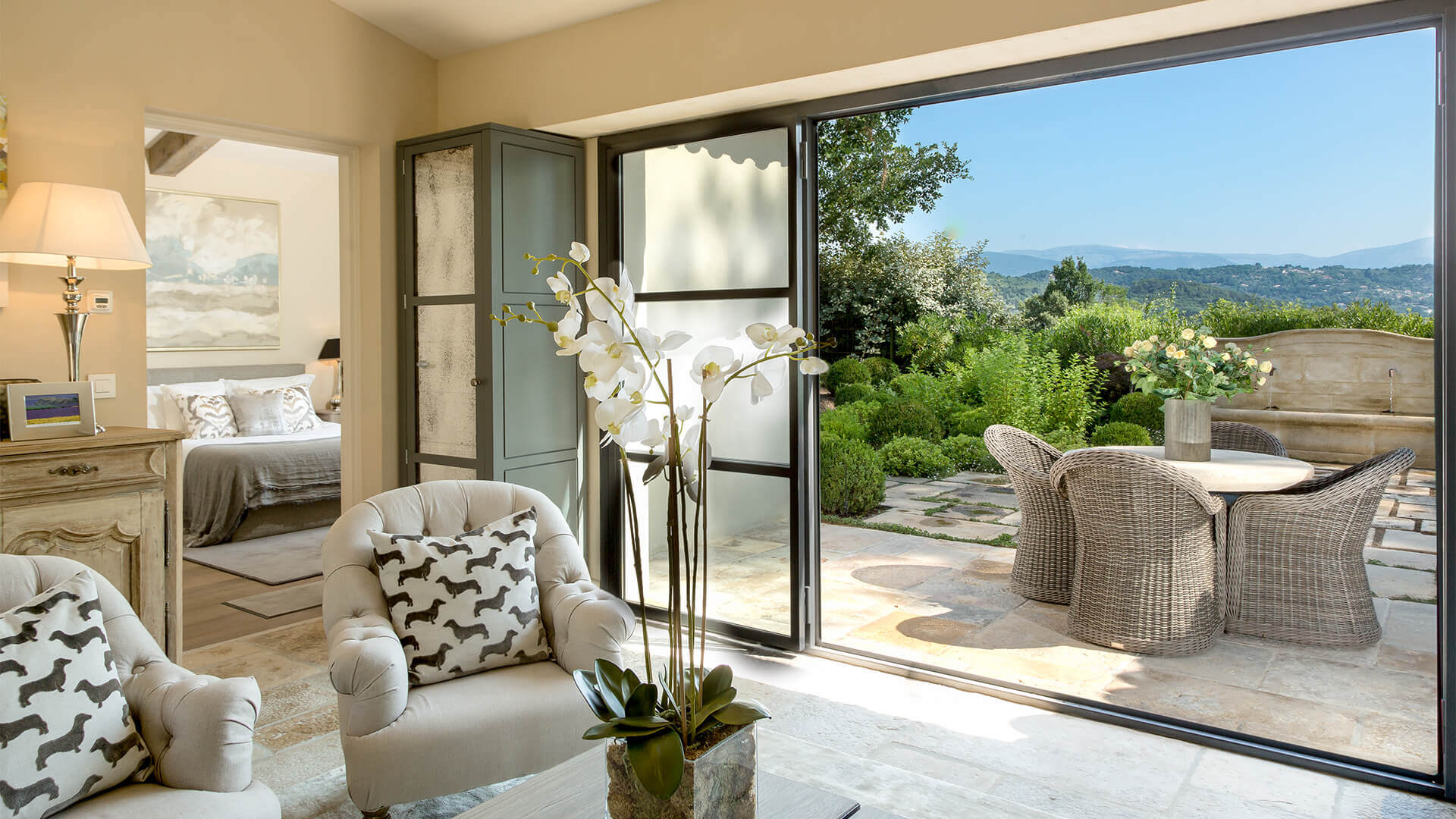 Villa Fayence living room and patio with view