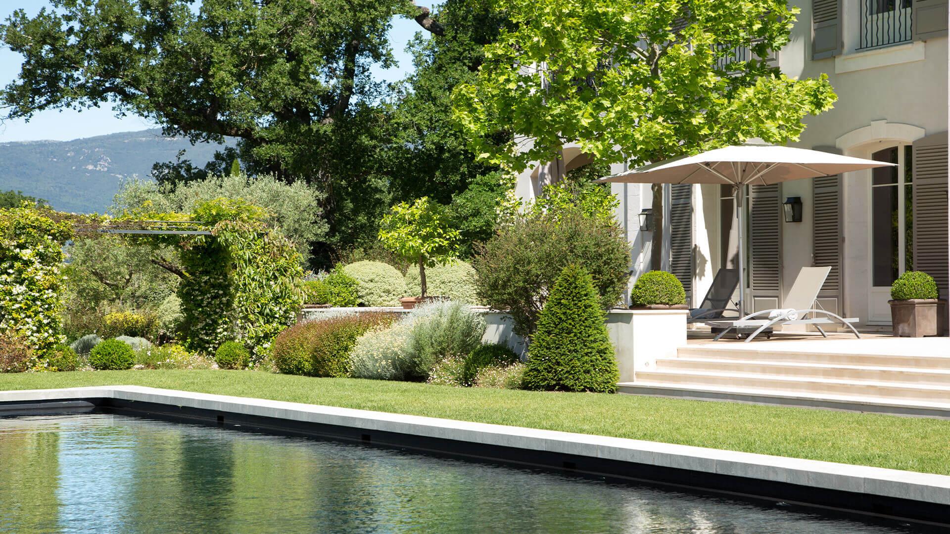 Villa Fayence swimming pool and patio