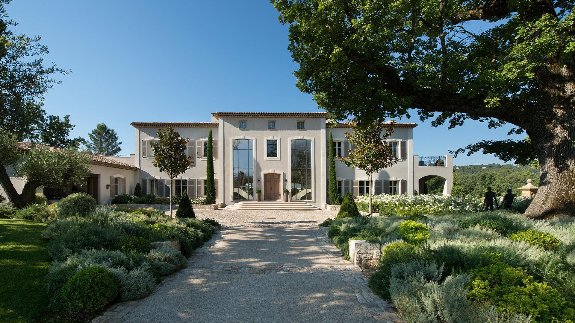Villa Fayence entrance and garden