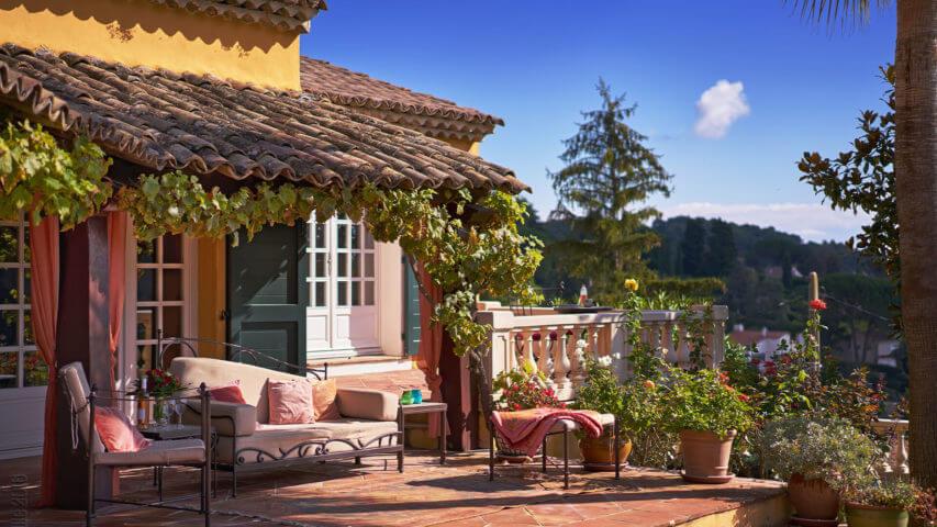 Yellow Villa Savoy outdoor sitting area
