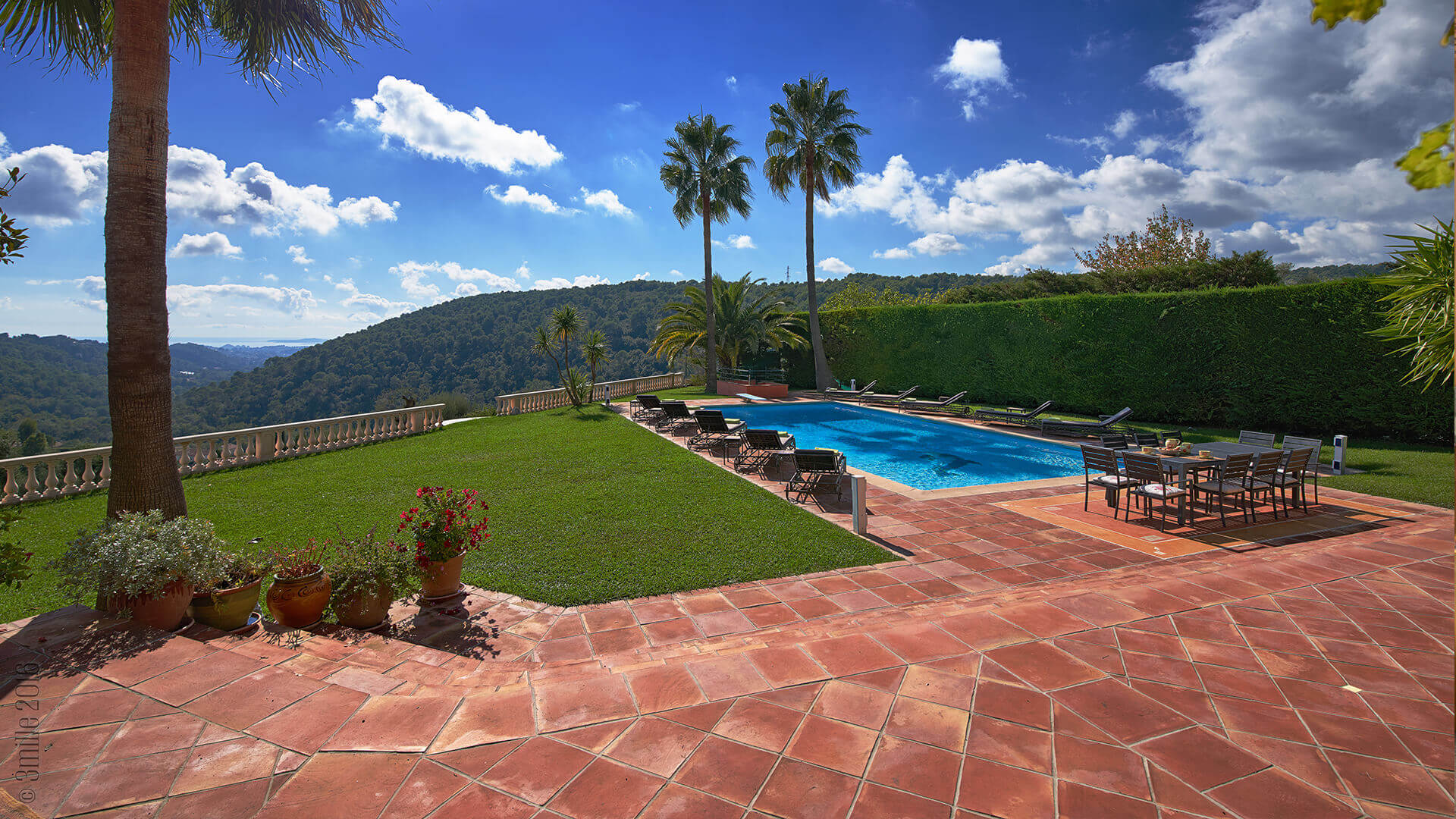 Villa Savoy garden and patio with swimming pool