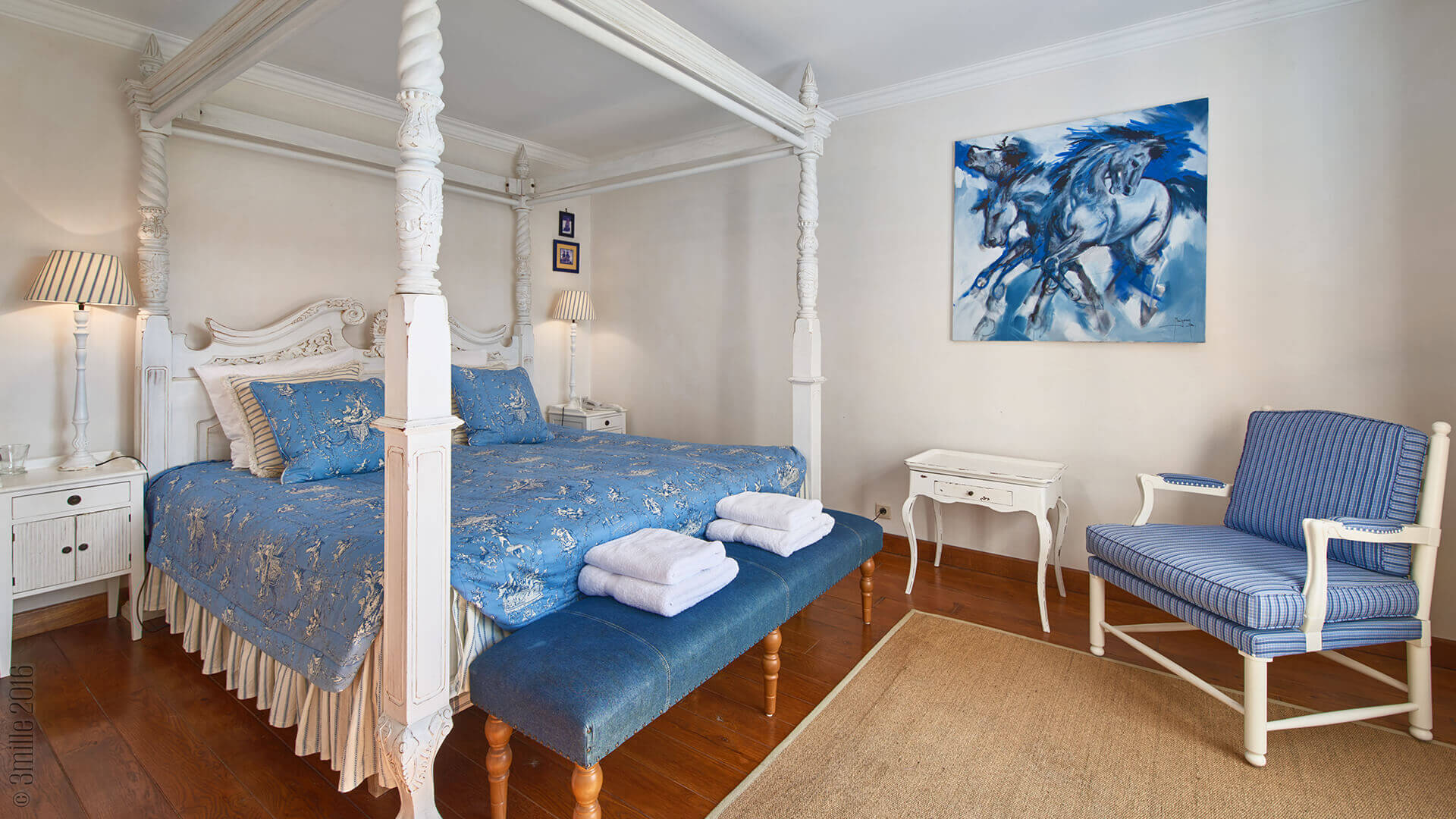 Villa Savoy blue king bed